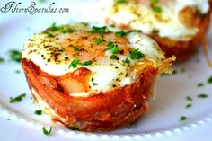 Mini Bacon Egg and Toast Cups.....These look sooooo good i have to make them!!!