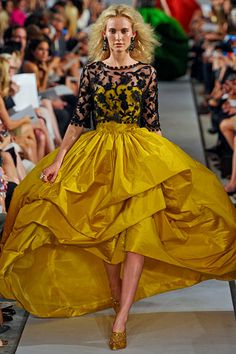 Always choose the yellow dress, or black lace, or both | Oscar de la Renta, spring 2012 rtw
