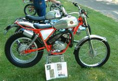 While researching some info about a possible future purchase of yet another Bultaco trials bike, I stumbled across this page about some Hodaka trials. Trial Bike, Moto Guzzi, Japanese Models, Dirt Bikes, Bike Design, Custom Bikes, Pickup Trucks, Motocross, Trials