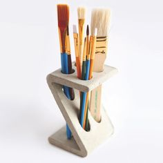 Z-Stand Brush Holder - IntoConcrete Keramik Design, Beton Design, Concrete Design, Concrete Cement, Ceramic Clay, Ceramic Pottery, Pottery Art, Ceramic Brush, Ceramics Projects