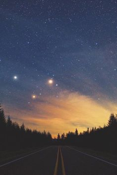 forever losing myself in the night sky Beautiful World, Beautiful Places, Natur Wallpaper, Cool Pictures, Beautiful Pictures, Sky Full Of Stars, Bright Stars, Sky Aesthetic, Stargazing