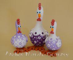 Galinhas em cabaça   Flickr - Photo Sharing! #artesanato #crafts #gourds…