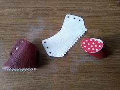 Doll Shoe Patterns, How To Make Shoes, Artificial Leather, Joy And Happiness, Doll Shoes, Diy Doll, Doll Clothes, Tutorials, Dolls