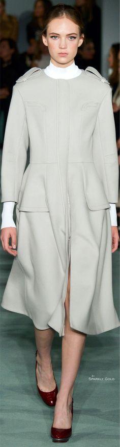 Oscar de la Renta Fall 2016 RTW Wowsa ..that a coat! Brilliant design
