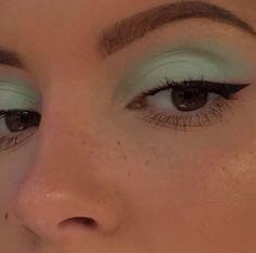 how to do winged eyeliner blue prom dress makeup nail design inc nail makeup nail makeup brush nail designs airbrush makeup makeup tutorial makeup nailart art makeup design ten nail amp; Makeup Eye Looks, Eye Makeup Art, Airbrush Makeup, Cute Makeup, Pretty Makeup, Skin Makeup, Makeup Inspo, Eyeshadow Makeup, Makeup Inspiration