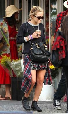 grunge \\ plaid shirt \\ backpack \\ sweater \\bun \\ Mary Kate Olsen