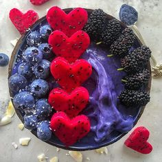 Best purple smoothie bowl ever it's really fluffy, thick and creamy INGREDIENTS 💙 frozen bananas 🍌 tablespoon of Blue Spirulina Powder. tablespoon of Butterfly 🦋 Pea Tea powder(optional) Blend until smooth and enjoy your smoothie bowl 💙 Apple Smoothies, Healthy Smoothies, Smoothie Recipes, Healthy Drinks, Healthy Recipes, Detox Recipes, Eat Healthy, Healthy Life, Blue Spirulina