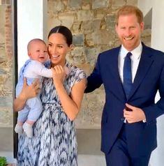 - Photo - Meghan Markle and Prince Harry have met Desmond Tutu on day three of their royal tour. They even brought their son Archie Harrison with them. Prince Harry Et Meghan, Princess Meghan, Harry And Meghan, Real Princess, Desmond Tutu, Princesa Diana, Gina Lorena, Prinz Harry Meghan Markle, Markle Prince Harry