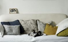 my scandinavian home: Stunning earthy interiors inspired by nature Cozy Living Rooms, Home And Living, Living Spaces, Living Area, Cozy Reading Corners, Textiles, Scandinavian Home, Interior Inspiration, Bed Pillows
