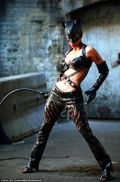 Cosplay Cat Woman Halle Berry as Catwoman in Catwoman, 2004 - Cosplay Gatúbela, Catwoman Cosplay, Cosplay Ideas, Cosplay Girls, Comic Book Costumes, Movie Costumes, Cat Costumes, Halloween Costumes, Miss Usa