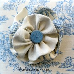 Tutorial to make fabric flower rosettes with button