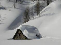 Ice Motel - Beautiful but Brrrrrrrrrrrr! :-)