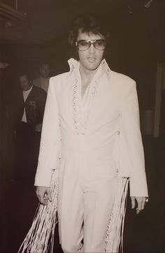 The Wing and Webbed Fringe Suit. Elvis wore the longer fringe version in 1970 at the Forum in L A. The shorter fringe he wore in Las Vegas Elvis Presley Memories, King Of Music, Short Fringe, Candid, Las Vegas, Celebrities, People, How To Wear, Pants