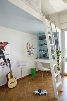 This would make a perfect room for my kids if we owned our own house. Check out the loft bed at the top. X would make this with fencing and a punk rock room lol