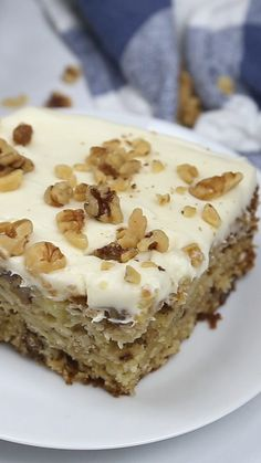 Chop Suey Cake - This delicious, vintage cake recipe is super easy to make! Chop Suey Cake - This delicious, vintage cake recipe is super easy to make! 13 Desserts, Delicious Desserts, Dessert Recipes, Easy Cake Recipes, Mini Cakes, Cupcake Cakes, Cupcakes, Enjoy Your Meal, Bon Dessert