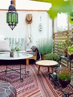 terrasse déco avec tapis marocain