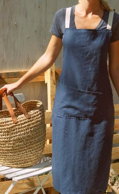 Full Japanese Style Linen Apron by RetroHome on Etsy Sewing Hacks, Sewing Crafts, Sewing Projects, Japanese Apron, Japanese Style, Pinafore Apron, Apron Designs, Linen Apron, Sewing Aprons