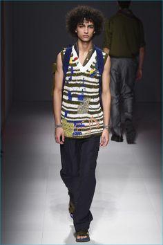 Salvatore Ferragamo showed its Spring/Summer 2017 collection during Milan Fashion Week. Fashion Week, Fashion Show, Mens Fashion, Mens Flip Flops, Vogue Paris, Salvatore Ferragamo, Knitwear, Men Casual, Menswear