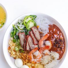 Traditional dry Vietnamese pork and seafood noodle soup with sauce and soup on the side (Hu Tieu Kho). Vietnamese Salad Rolls, Vietnamese Noodle, Vietnamese Pork, Beef Back Ribs, Beef Ribs, Olive Garden Minestrone Soup, Thai Dipping Sauce, Pho Noodle Soup, Pork Noodles