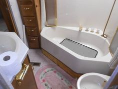 80 Wonderful Small RV Bathroom and Toilet Remodel Ideas https://decomg.com/80-wonderful-small-rv-bathroom-toilet-remodel-ideas/