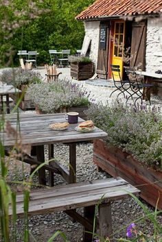 Rute Stenungsbageri, Gotland, charming bakery in Sweden Outdoor Cafe, Outdoor Spaces, Outdoor Living, Outdoor Decor, Scandinavian Garden, Scandinavian Design, Porches, Sweden Places To Visit, Gazebos