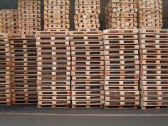 """Πού θα βρώ παλέτες τζαμπέ - """"Where to get free wooden pallets ?"""" or at least at a low cost in order to make your pallet DIY projects with them. We will try here to give you some ways to find pallets for free. Free Wooden Pallets, Wooden Pallet Crafts, Wooden Pallet Furniture, Diy Pallet Projects, Wood Projects, Woodworking Projects, Pallet Ideas, Diy Furniture, Wood Pallets For Sale"""