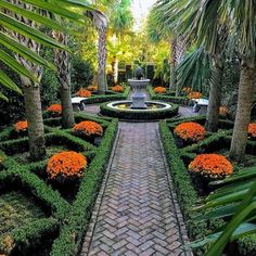 35 Beautiful Courtyard Garden Design Ideas – My CMS Formal Garden Design, Cottage Garden Design, Courtyard Design, Formal Gardens, Outdoor Gardens, Amazing Gardens, Beautiful Gardens, Beautiful Space, Brick Walkway