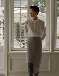 A waist apron that is sensuously designed with a difference of length. Features a highly dense material from cotton and poly, good resilience after washing. At the right side there is a generous size of welt pocket. Features a front slit and wide w Uniform Clothes, Waist Apron, Neck Stretches, Welt Pocket, Size Model, Normcore, Aprons, Tees, Cotton