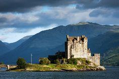Chaque pays recèle des trésors patrimoniaux et paysagers à travers le monde. Certaines contrées, comme l'Écosse, cultivent ces atouts pour mieux attirer les touristes. Terre de mystère et à l'histoire riche, l'île celte abrite quelques-...