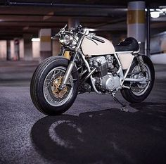 Clean and simple. The 'Fury' Honda CB750 Cafe Racer by @clockworkmotorcycles