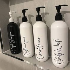 Description Give your bathroom that spa-like feel! These gorgeous labelled bottles are perfec Soap Labels, Pantry Labels, Bottle Labels, Shampoo Bottles, Diy Shampoo, Bottle Painting, Bottle Art, New Bathroom Ideas, Bathroom Designs
