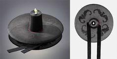 박쥐문양갓  (bagjwimun-yang-gas)   66×19.5cm 명주로 복을 상징하는 박쥐문양을 떠서 양태에 붙였으며 모정(帽頂)에는 선비의 청백리 상징인 옥으로 장식했다.