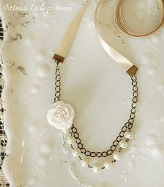 Cream ribbon pearl necklace