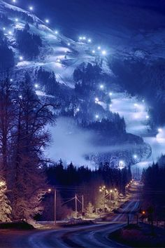 Lighted chair lift for night skiing at Alyeska Resort in Girdwood, Alaska | #Alaska #Wanderlust #Adventure