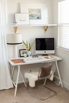 Gold painted EKBY VALTER shelf brackets and a white LINNMON/LERBERG table gives this workspace a touch of glam
