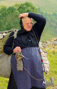Knitting wool socks, Blog-ul lui Mihai Moiceanu, Apuseni, Salciua