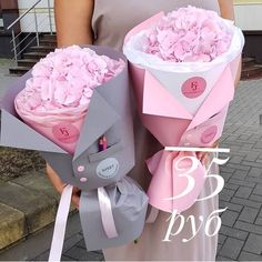 Image about pink in Roses🌹 by Zizi on We Heart It Gift Bouquet, Candy Bouquet, Flower Cart, Flower Boxes, Beautiful Bouquet Of Flowers, Beautiful Flowers, How To Wrap Flowers, Valentines Flowers, Chocolate Bouquet