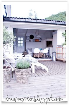 : Kveld på terrassen og i hagestovaUtestue på sikt? : Kveld på terrassen og i hagestova Wicker Decor, Garden Room, Outdoor Decor, Outdoor Space, Outside Living, Outdoor Rooms, Exterior Design, Garden Inspiration, Outdoor Kitchen