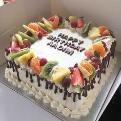 A Simple Fresh Fruit & Cream Cake - cakes_by_hassan Cake Decorating Designs, Cake Decorating Techniques, Pastel Rectangular, Fruit Sponge Cake, Square Birthday Cake, Dora Cake, Fruit Cake Design, Simple Cake Designs, Square Cakes