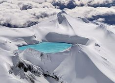 Emerald Lake surrounded by snow, in Tongariro Park in New Zealand, is located in an extinct volcano.