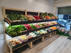 Fruit And Veg Shop, Fruit And Vegetable Storage, Vegetable Shop, Vegetable Stand, Supermarket Design, Retail Store Design, Farmers Market Display, Ikea Play Kitchen, Shop Shelving