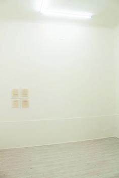 Elena Modorati, Una finestra (tre). Una, cento aurore, ferro, cera, 60x50cm., 2015.