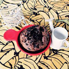 Bom diiiiiiiiia pra quem curte uma gordiiiice! Hoje é sexta-feira e hoje PODE! Nada mais fácil no mundo culinário que fazer bolo de caixinha, hein? Esse da foto é um Chocomenta, na forma de muffins ♥ E com um pouco de açúcar cristal posto em cima na massa antes de assar, pra ficar cascudinho como o bolo da vóvi da @marina2beauty ♥♥♥ #janainaetudo #aracaju #sergipe #brasil #aracajublogs #bomdia #sextafeirasualinda  #gordice #muffin #bolocascudo #amododia #boleira #açúcar #candycrazy…