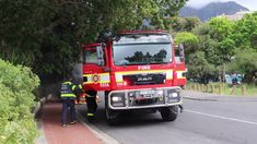 Fire Closes Down Belmont Road, Cape Town. Cape Town, Fire