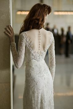 21 Ridiculamente impressionantes Sleeved longos vestidos de casamento no ConfettiDaydreams.com // Mira Zwillinger vestido de noiva via Reflexões // Fotografia: Ronen Fadida