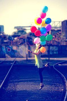 Fünf Schritte zu mehr Lebensfreude. Studie: Wissenschaftler untersuchten die Faktoren für Glück und Zufriedenheit. Einfach mal spontan sein und neben aller Arbeit auch das Privatleben nicht vergessen: Lebensfreude hat viele Facetten. Foto: djd/fischerAppelt/Coca-Cola