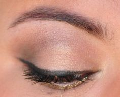 Natural eyeshadow with a pop of gold glitter
