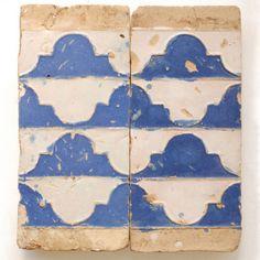 "Azulejos de tecnica de ""Arista"" del siglo XVI, Triana (Sevilla)."