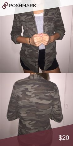 Camo button down Worn best unbuttoned. Never worn Forever 21 Tops Button Down Shirts
