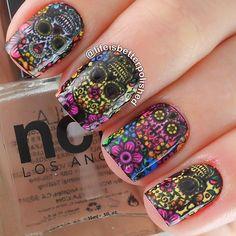 Sugar Skull Nail Art. Sugar Skull Nails, Skull Nail Art, Glitter Nail Art, Crazy Nail Art, Crazy Nails, Cool Nail Art, Ncla Nail Wraps, Nails And More, Types Of Nails
